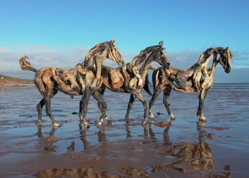 деревянные лошади