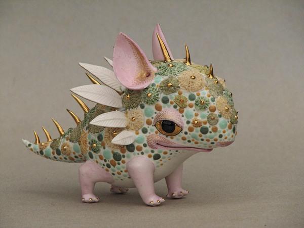 Маленький дракон фигурка из фарфора