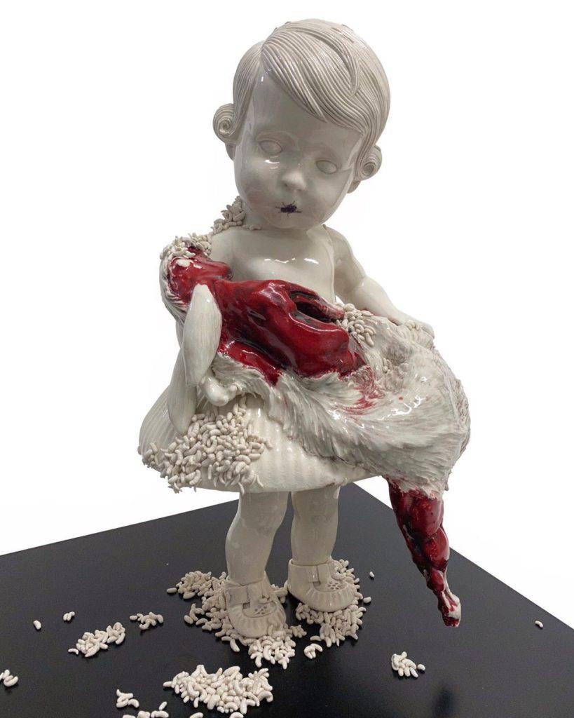 Maria Rubinke ребёнок с мертвым животным и опарышами